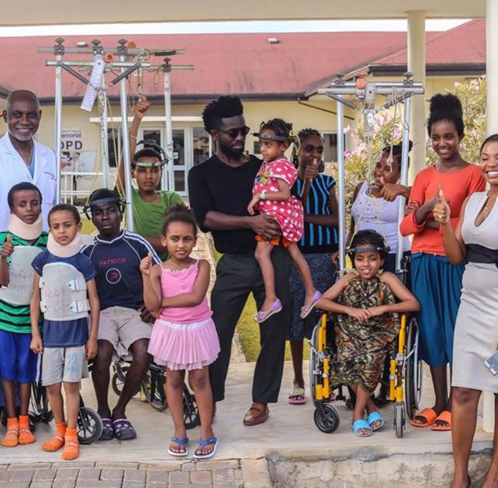 Photos - Bisa Kdei visits kids with scoliosis at FOCOS hospital
