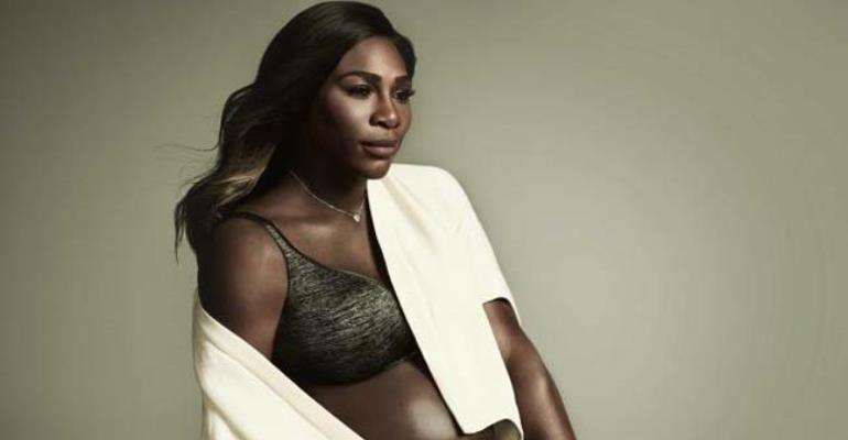 Serena Williams Shows Pregnancy