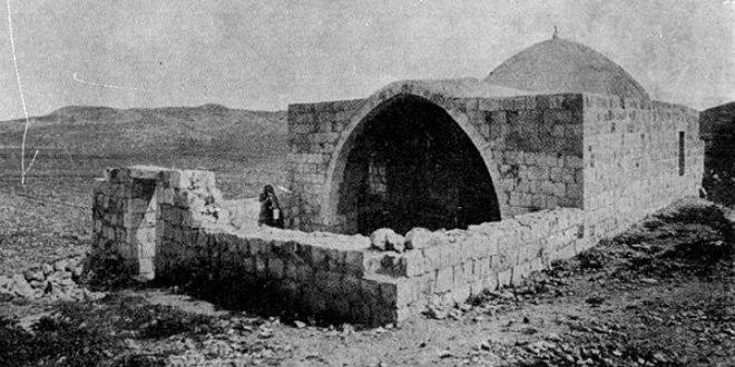 Thousands Visit Joseph's Tomb on Anniversary of His Death Despite Arab Violence