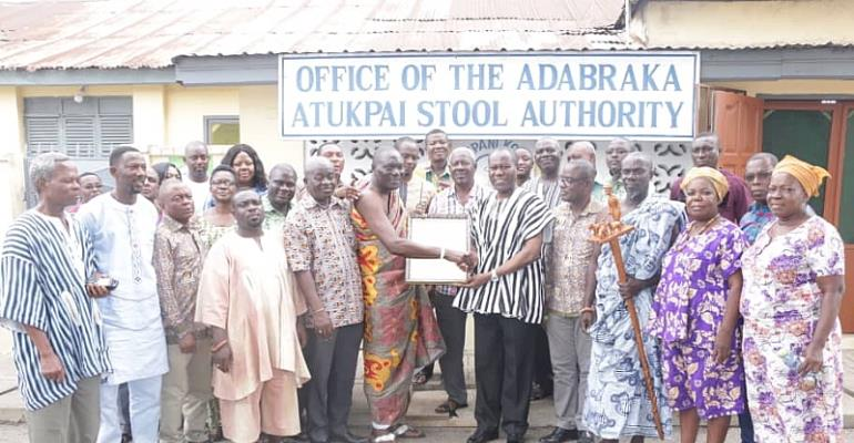 Management Of COCOBOD Strengthens Ties With Adabraka Traditional Authority