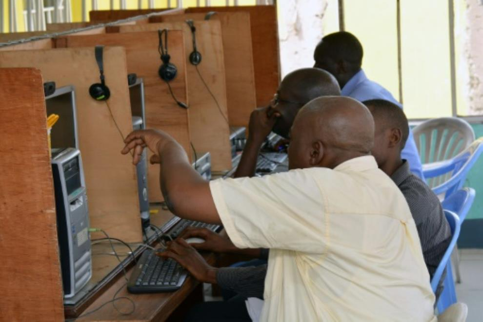Media curbs in DR Congo raise fears ahead of presidential vote