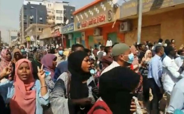 Sudan police break up palace march but new demos spark