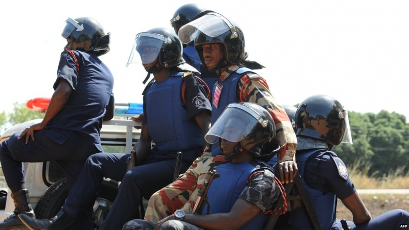 Security personnel disperse crowd with gun shots