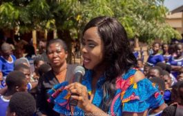 Actress Rabby Bray and UAMP Foundation make donations to two schools
