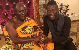 Stonebwoy meets Otumfuo; dances Adowa at Manhyia Palace