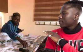 Wise man Stonebwoy will never flaunt his money on social media - Journalist Komfa writes