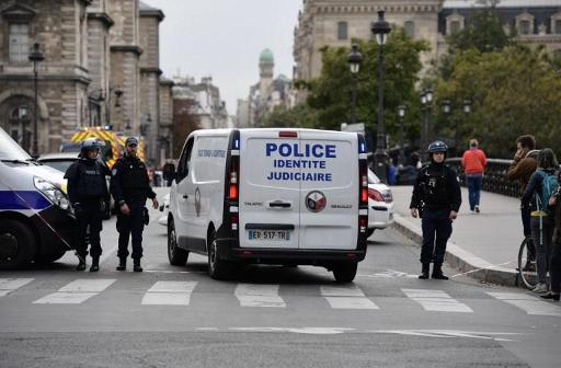 Four killed in knife attack at Paris police station